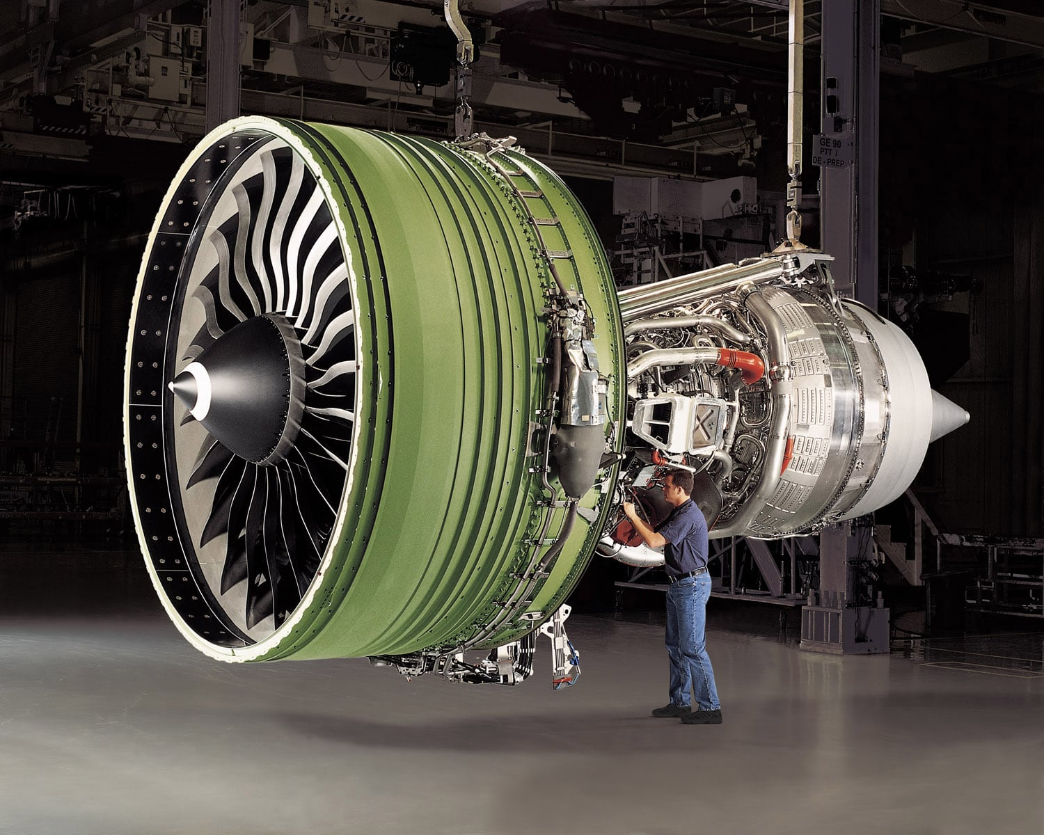 GE90-115B engine with person